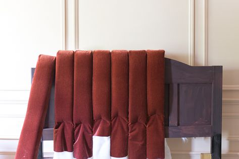 Channel tufted headboard DIY Art Deco or Hollywood Regency Bed TutorialChannel tufted headboard DIY Art Deco or Hollywood Regency Bed TutorialmodeCotton jersey starry sky - dusky pink - jersey stars motifs rosaStoffe. Diy Tufted Headboard, Diy Headboards, Headboard Designs, Headboard Ideas, Diy Home Decor Bedroom, Diy Home Decor On A Budget, Cama Art Deco, Tufting Diy, Art Deco Bedroom