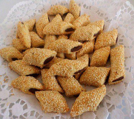 طريقة عمل الملاتيت الفلسطيني الاصلي طريقة Recipe In 2021 Lebanese Desserts Date Biscuits Arabic Food