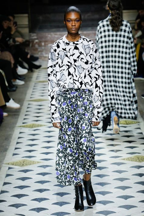 Christian Wijnants Autumn/Winter 2018 Ready To Wear | blue, white, and black print