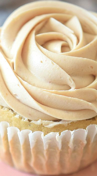 Peanut Butter Cupcakes with Peanut Butter Frosting ~ Super easy recipe