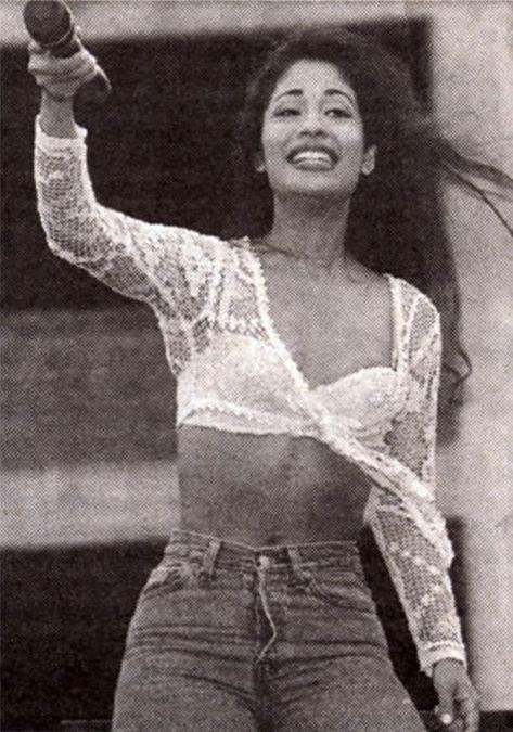 Selena Quintanilla Perez : Photo white lace bolero and bra