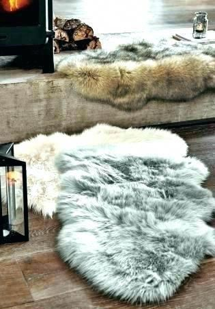 Fancy Little Faux Fur Carpet Ideas Small Faux Fur Rugs And White Fake Fur Rugs Small Faux Fur Rugs Gray Fur Carpe In 2020 Faux Fur Rug White Faux Fur Rug