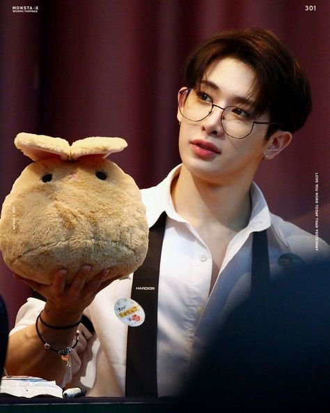 "not active anymore on Instagram: ""A bunny with a bunny🐰💘 • cr:owner • #shinhoseok #신호석 #leehoseok #이호석 #wonhomonstax #monstaxwonho #wonho #원호 #kpop #monstax #몬스타엑스 #monbebe…"""
