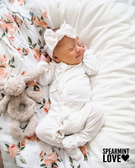 Cute Baby Girl, Baby Girl Newborn, Baby Love, Cute Babies, Baby Kids, Little Babies, Carters Baby Clothes, Cute Baby Clothes, Cute Baby Pictures