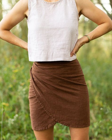 Rosemary wrap skirt - Sarah Kirsten The Effective Pictures We Offer You About Skirt ideas A quality picture can tell you many things. You can find the most beautiful pictures that can be presented to Skirt Patterns Sewing, Clothing Patterns, Wrap Skirt Patterns, Skirt Pattern Free, Skirt Sewing, Rock Chic, Sewing Clothes, Diy Clothes, Wrap Around Skirt