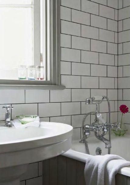Outstanding Pin By Rike On Bathroom Badezimmer Fliesen Weisse Subway Interior Design Ideas Tzicisoteloinfo