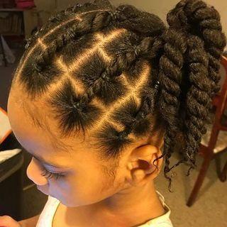 25 Idees De Coiffures Afro Pour Petites Filles Album Photo Aufeminin Cheveux Naturels D Enfants Idee Coiffure Cheveux Crepus Coiffure Cheveux Naturels