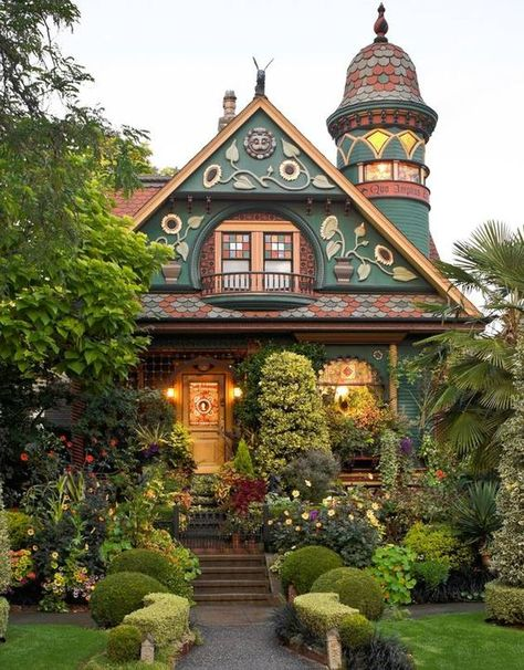 Brian Colemans farbenfrohes viktorianisches Gebäude im Viertel Queen Anne a Seattle - ., Brian Colemans farbenfrohes viktorianisches Gebäude im Viertel Queen Anne a Seattle - . This Old House, Cute House, My House, Old House Design, Home Design, Design Ideas, Interior Design, Design Design, Style At Home