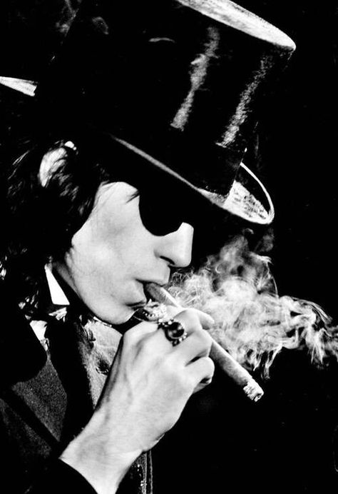 Keith Richards - A more classic style of rock, with the formal approach mixed with rock music. I doubt i will use in my magazine.