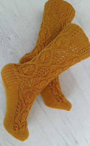 Ravelry Harvest Moon Socks Pattern By Raquel Gaskell Free Pattern