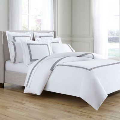 The Kassatex Greek Key Duvet Cover Is A Truly Beautiful Bed Rendered In Premier Quality Cotton For Exc White Wall Bedroom Grey And White Bedding Classy Bedroom