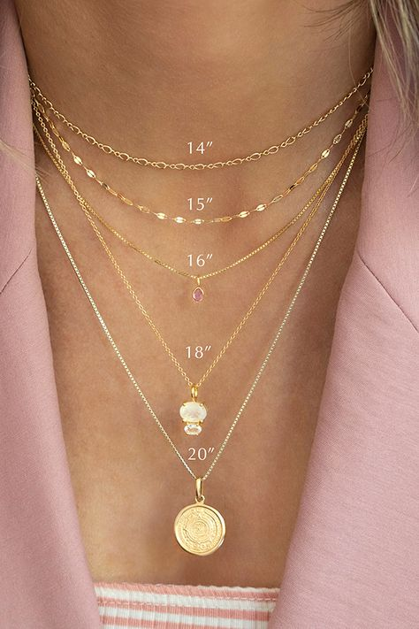 Learn to love layering with some of our easiest layering pieces! Jewelry Trends, Jewelry Accessories, Fashion Accessories, Jewelry Design, Dainty Jewelry, Cute Jewelry, Jewelry Shop, Jewelry Hooks, Geode Jewelry