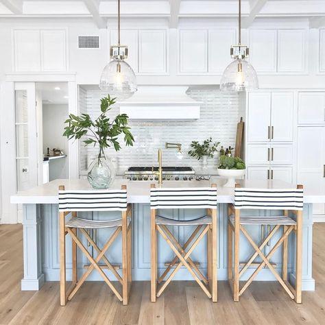 17 Coastal Kitchens & Decor Ideas for a Beach or Summer Home