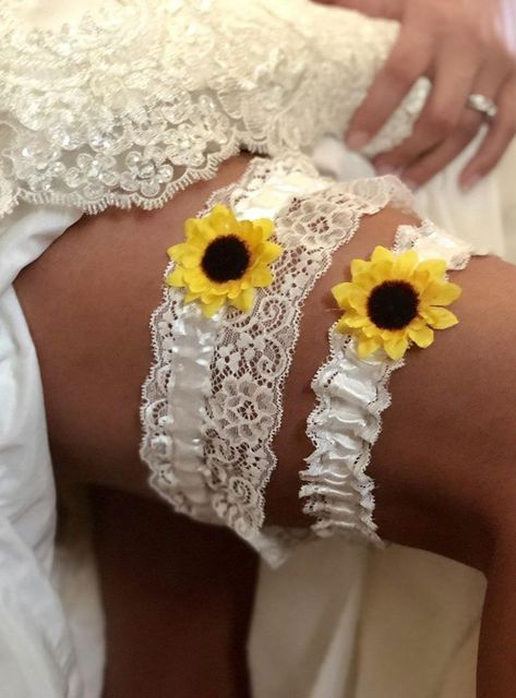 White sunflower keepsake and toss garter Sunflower wedding Country wedding Fall wedding Sunflower Wedding Decorations, Sunflower Wedding Invitations, Wedding Sunflowers, Fall Sunflower Weddings, Purple Sunflower Wedding, Purple Wedding, Diy Wedding, Wedding Makeup, Wedding Ideas