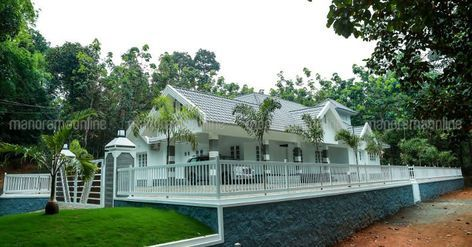 Whitehouses Minimalist Homeplans Homedesign Dreamhomes Homestyle Manorama Online House Styles House Designs Exterior Kerala Traditional House