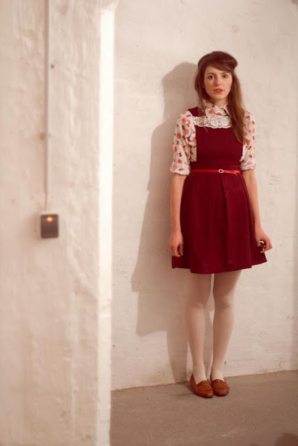 I love looking at this German blogger's perfect vintage ensembles  Viele viele Füchse
