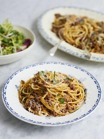Pippa S Spaghetti Bolognese Recipe Italian Recipes Jamie