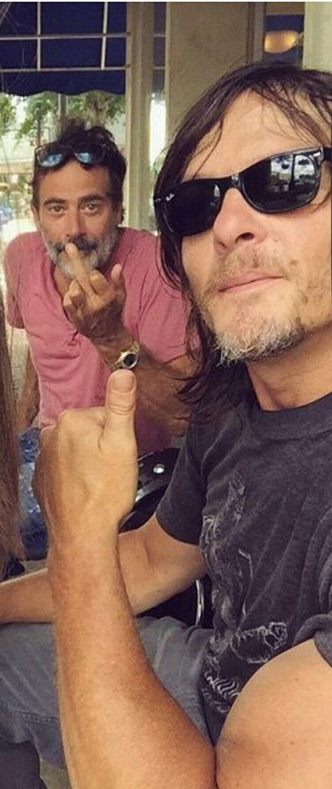 Beautiful arms and hands! Rocking the biceps Norman! 😍❤