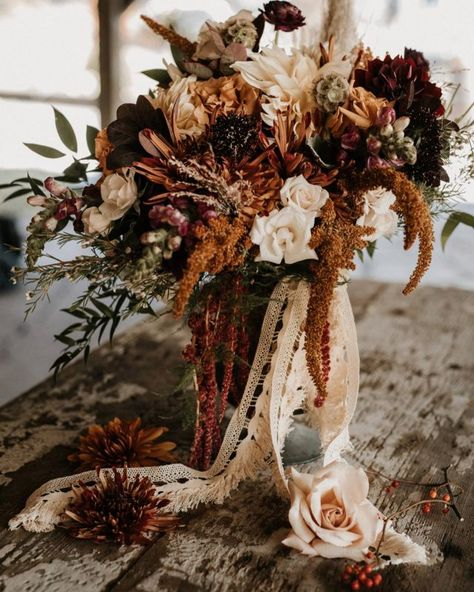 Emily and Dereks Rustic Romance Fall Farm Wedding by Tori Kelner Photography Emily and Dereks Rustic Romance Fall Farm Wedding by Tori Kelner Photography Boho Wedding Bouquet, Rustic Wedding Flowers, Fall Wedding Colors, Farm Wedding, Floral Wedding, Wedding Blog, Western Wedding Ideas, Rustic Romance Wedding, Western Wedding Rings