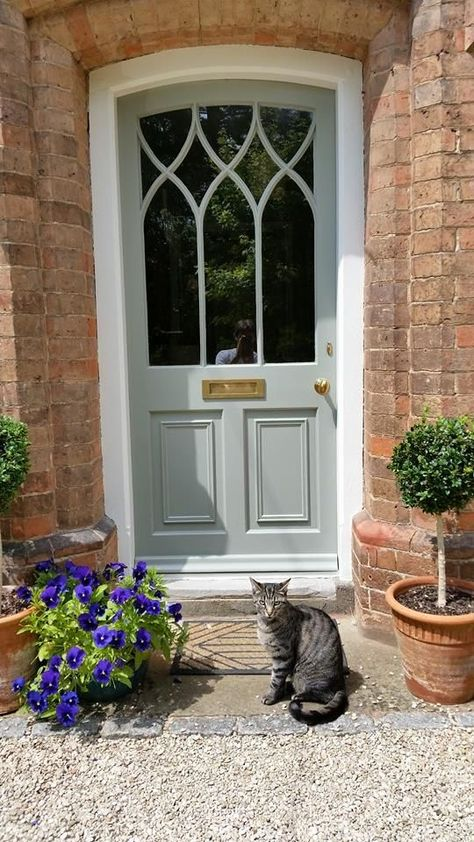 So, so, so busy. So today, no commentary, just a pretty front door. Enjoy! XX Source - Pinterest