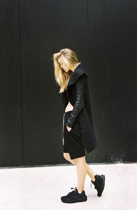 Urban black look + Nike Huarache