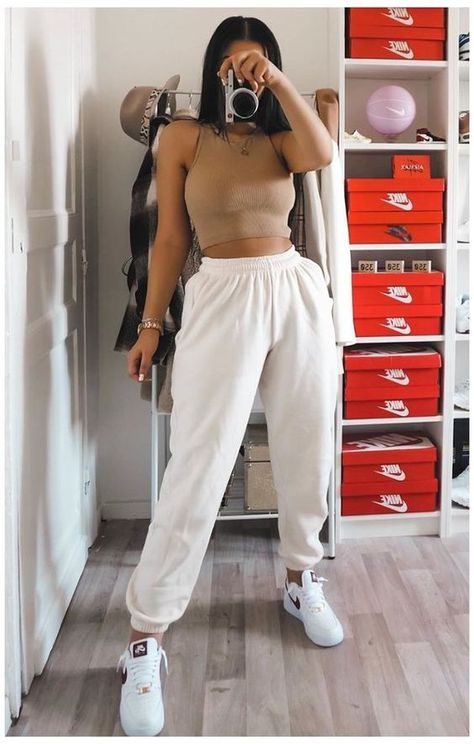 20+ Cute Outfits With Joggers That Are Chic & Casual