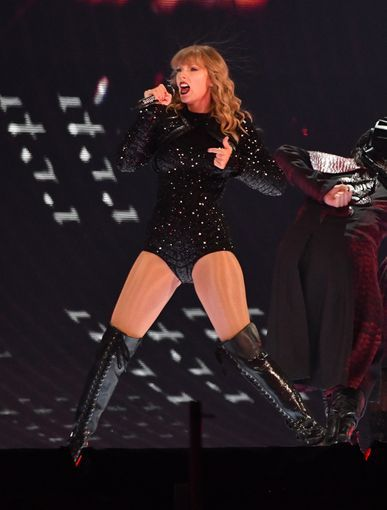 Taylor Swift Performance With Charli Xcx And Camila Cabello At Ford Field In Detroit Michigan On Augu Taylor Swift Pictures Taylor Swift Legs Taylor Swift Hot
