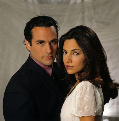 Brenda (Vanessa Marcil) fell for gangster Sonny Corinthos (Maurice Benard) - 1990s #GH50