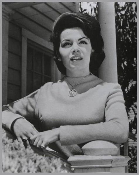 Annette FUNICELLO '50-60 (22 Octobre 1942)       M I C see ya real soon, K E Y why because we like you, M O U S E...