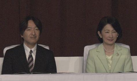 あれ なんか コムロ会見のドアあけおじさんや マコさん付きのでかいおっさんと 同じようなネクタイだね 支給品 使い回し Japan Royalty