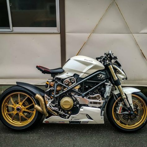 Street Fighter Motorcycle, Tracker Motorcycle, Futuristic Motorcycle, Moto Bike, Ducati Cafe Racer, Cafe Bike, Cafe Racer Bikes, Cafe Racer Motorcycle, Concept Motorcycles