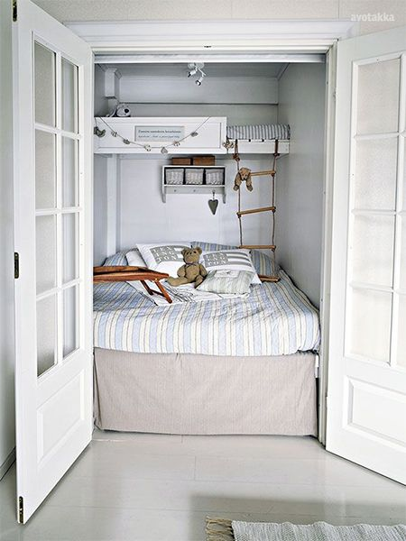 3 children bunk beds in small bedroom in closet - In the space normally  reserved for a small walk-in closet, these clever parents slipped in a bedr