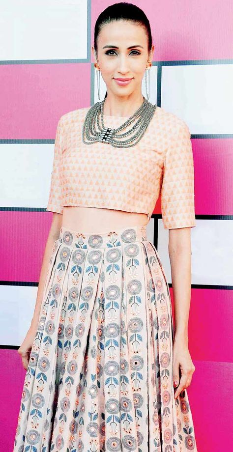 Alicia Raut at Lakme Fashion Week curtain raiser. Outfit by Payal Singhal - pleats and high waisted - she knows the south Asian women!