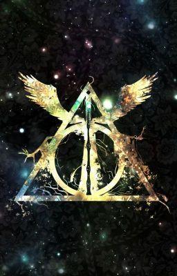 El 31 de julio una profecía es recitada, el destino de mundo mágico dependerá de como sea interpretada.    Los potter han...