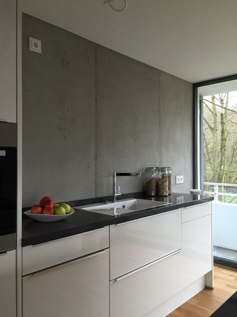 Anstelle Fliesenspiegel ein fugenloser Putz in Betonoptik Home - fliesenspiegel glas küche