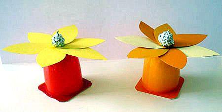 Bastelsachen Basteln Blume Fruchtzwergbecher Basteln Ostern Basteln Mit Kindern Basteln Mit Kleinkindern