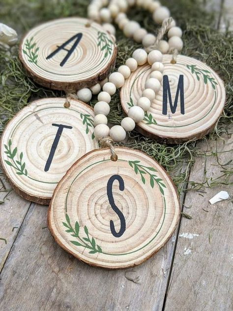 Wooden Christmas Ornaments, Rustic Christmas, Christmas Crafts, Christmas Decorations, Diy Photo Ornaments, Ornaments Ideas, Merry Christmas, Wood Slice Crafts, Wood Slices