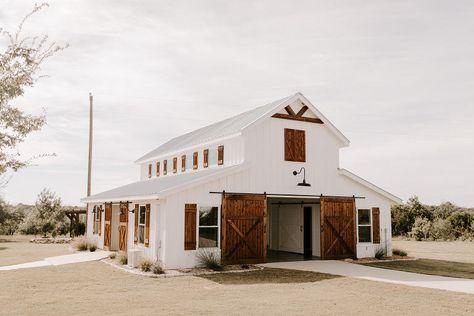 Rustic Glam Wedding at Five Oaks Farm Barn House Plans, Barn Plans, Dream Barn, My Dream Home, Barn Wedding Venue, Farmhouse Wedding Venue, Wedding Signs, Retro Weddings, Cowboy Weddings