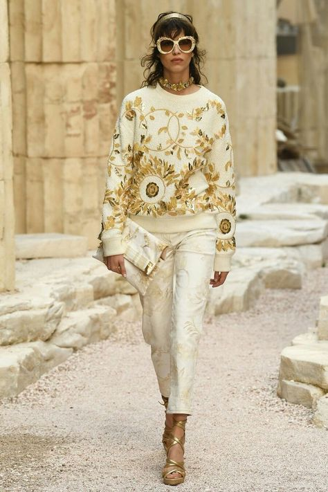 "Chanel Resort 2018 Fashion Show CHANEL Cruise in Paris : ""The Modernity of Antiquity"", an ideal vision of Ancient Greece as imagined by"