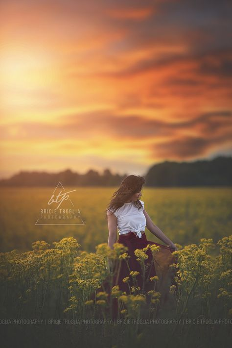 Senior Pictures | Flower Field | Mustard Seed Flowers | Natural Light | Sky Overlay | Senior Girl Pose | Boho | © Bricie Troglia Photography 2016