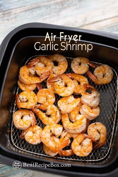 Easy shrimp in air fryer with garlic and lemon. This air fried shrimp comes out perfect, crisp and super quick in under 15 minutes. Best shrimp in air fryer Air Frier Recipes, Air Fryer Oven Recipes, Air Fryer Dinner Recipes, Recipes Dinner, Breakfast Recipes, Shrimp Recipes Easy, Lemon Recipes, Seafood Recipes, Cooking Recipes
