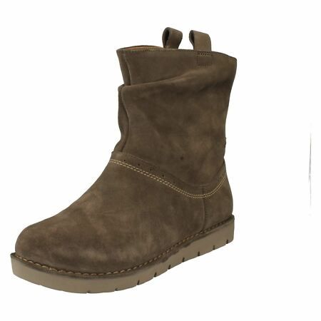 Clarks Unstructured /'Un Ashburn/' Ladies Pull On Suede Black Boots Wide E Fit