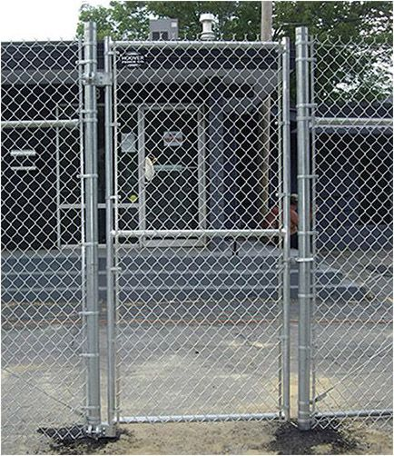 Chain Link Fence System Overview In 2020 Chain Link Fence Brick Fence Modern Fence