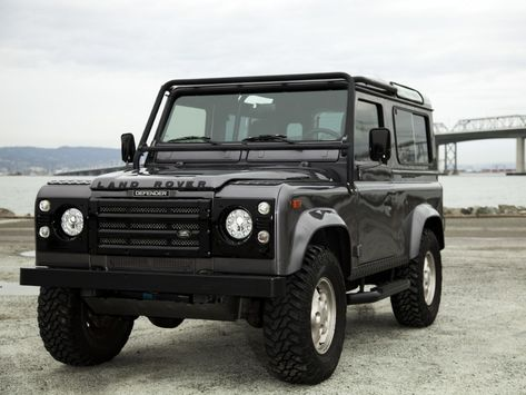 """The Defender series is one of my all time favorite lines of off road vehicles (specifically the Defender and these little additions are a nice touch. """"This Company Decks Out Classic Land Rovers With Modern Luxuries Landrover Defender, Defender Car, Toyota Tacoma, Toyota Hilux, Toyota Corolla, Toyota Supra, Nouveau Land Rover Defender, Land Rover Defender 110, Moto Guzzi"""