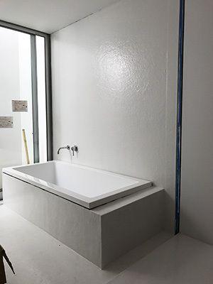 洗面室と浴室は Frp仕上げ 造作の浴室を ユニットバスとほぼ同等の