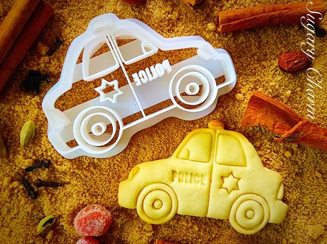 There's no resisting our Police Car cookie cutter! Made from food safe plastic, each cutter showcases the profile of a police car, complete with a siren and law enforcement star. Use this cutter to ba