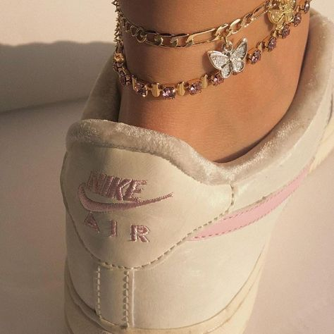 Aesthetic Shoes, Aesthetic Clothes, Aesthetic Girl, Gold Aesthetic, Aesthetic Vintage, Estilo Indie, Fashion Jewelry, Women Jewelry, Style Fashion