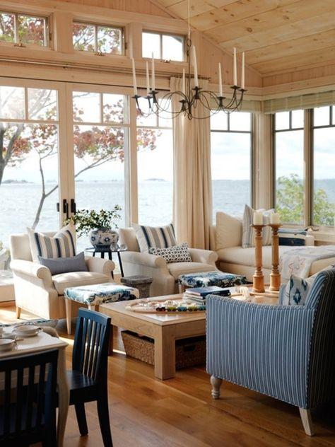 Maritim Wohnzimmer Raumhohe Fenster Blau Weiße Streifen Holz