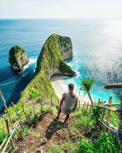ㅤㅤㅤㅤㅤㅤ...   ㅤㅤㅤㅤㅤㅤ Incredible Bali Island Incredible Nusa Penida Island. Such are the words that describe the natural beauty of Nusa Penida. Behind the barren of the land turned out to have many interesting spots worth exploring for example Kelingking Beach.ㅤㅤ  Let's tag or mention your friends who want to vacation here !  Repost  from @travel.couples Let's share your amazing moment with @nusapenidaexcitedtour & don't forget follow us @nusapenidaexcitedtour #nusapenidaviptour    ㅤㅤㅤㅤㅤㅤ #lonelypl