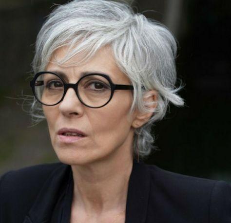 Pin by Cia Power on Hair ideas   Grey hair, glasses, Short ...